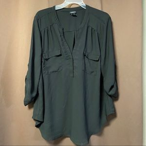 Black Torrid roll up sleeved blouse in a size 1